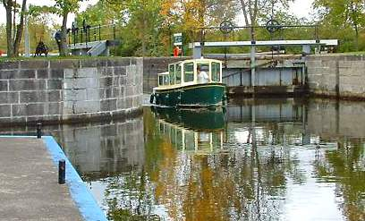 Kingston Trip Planner >> Rideau Canal - Articles of Interest: Electric Tug completes Rideau Canal Transit by John Hayes